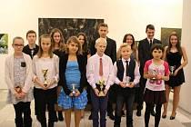 NEJÚSPĚŠNĚJŠÍ MLÁDEŽ. V prostorách Zámecké galerie v Náchodě se už tradičně vyhlašuje nejúspěšnější stolně-tenisová mládež a nejinak tomu bylo i toto pondělí.
