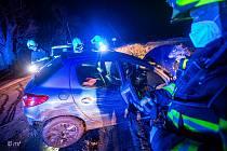 Při dopravní nehodě ve Vrchovinách skončil v příkopu osobní automobil, jeden člověk byl zraněn.