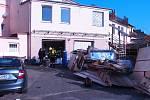 V areálu bývalé pekárny v České Skalici došlo v úterý 6. listopadu k závažné nehodě. Pracovníkům, kteří vyřezávali technologii pekárny autogenem vzplanul prach a mouka. Na místě zasahovali profesionální i dobrovolní hasiči.