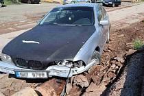 Řidič ujížděl policistům, až se vyboural.