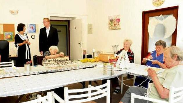 Senioři v hronovském domově Justynka.
