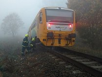 Muže na kolejích srazil vlak.