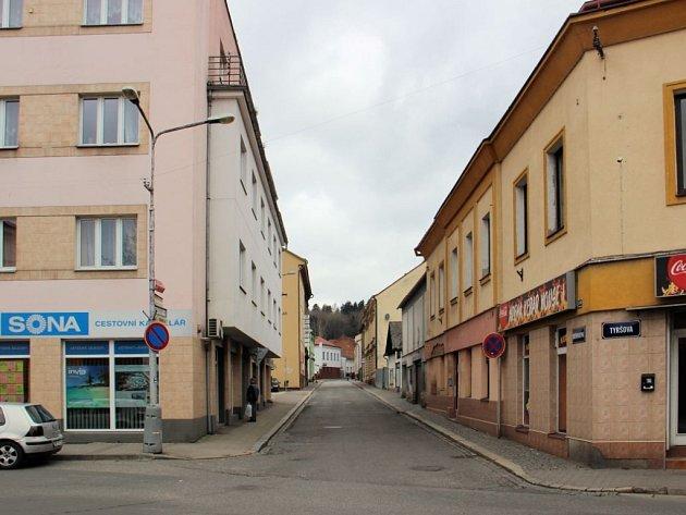 Poděbradova ulice v Náchodě.