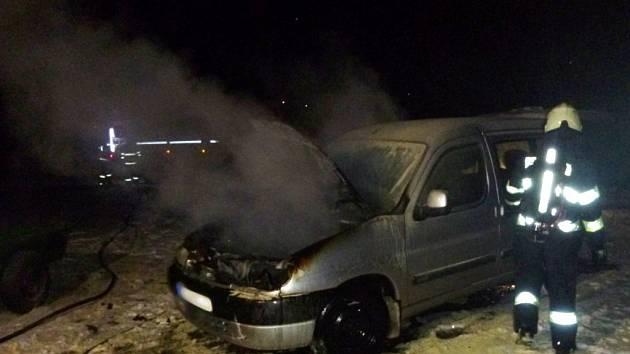 Požár osobního automobilu v Božanově.