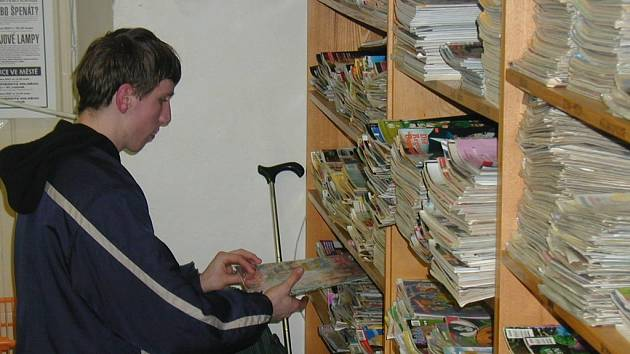 POLICKÁ KNIHOVNA sídlila v klášteře od roku 1978. Čtenářům sloužila až do 10. srpna tohoto roku. Již brzy ji čekají nové prostory v  Pellyho domech.