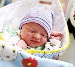 JAKUB ANDREOVSKÝ ze Slotova se narodil 3. ledna v 5:47, vážil 3170 gramů a měřil 47 centimetrů. S rodiči Martinou Andreaovskou a Jakubem Vomočilem ho čekali sourozenci Patrik (9 let) a Jan Havrda (7 let).