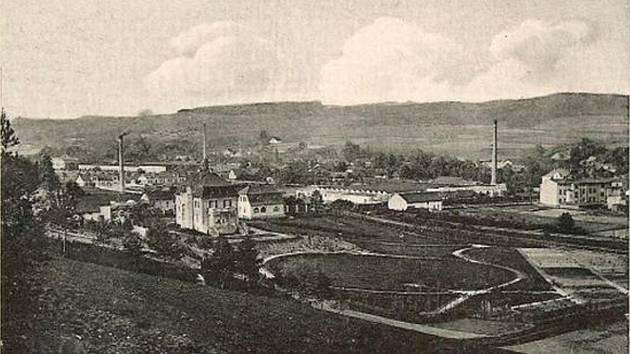 Historický snímek z roku 1916. Poznáte, o který městys se jedná?