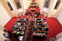 Kostelem sv. Václava se linuly smyčcové sonáty barokních autorůHändela, Bacha, Lottiho a dalších v podání souboru ARCHI CAELESTI a hosta.