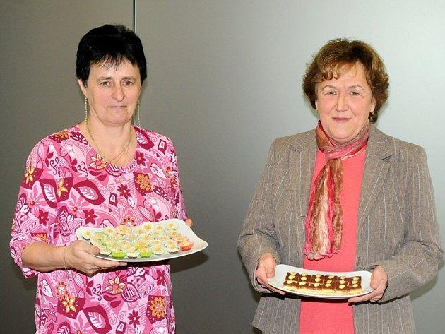 Z Královéhradeckého regionu postoupila do finále Jana Havlová z Červeného Kostelce (vpravo) a z pardubického regionu se finále zúčastnila Jitka Šejnohová.