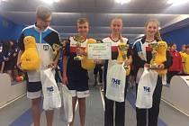 Tři mladí kuželkáři SKK Primátor Náchod spolu s F. Adamů z Červeného Kostelce (vlevo)  úspěšně reprezentují Královéhradecký kraj, kdy získali první místo v soutěži krajských výběrů.