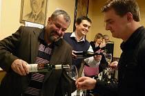 V divadle J.. K. Tyla v Červeném Kostelci, se uskutečnil Královský Košt. Akce nabídla prezentaci medailových vín, včetně šampióna a vítězů kategorií soutěže Král vín ČR.