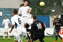 NÁCHODŠTÍ dorostenci (ve světlém) dosáhli na páté vítězství v České lize U19, díky čemuž jim patří průběžná druhá příčka.