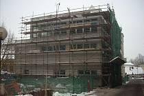 Přístavba, která navazuje na historickou budovu bývalé Vojenské správy