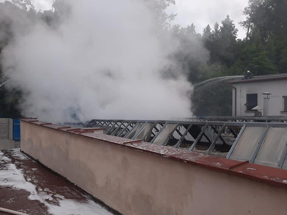 Požár v areálu firmy Veba v Broumově: Hasičům se podařilo úspěšně zabránit větším škodám
