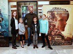Dezertér. Filmová delegace v náchodském kině Vesmír.