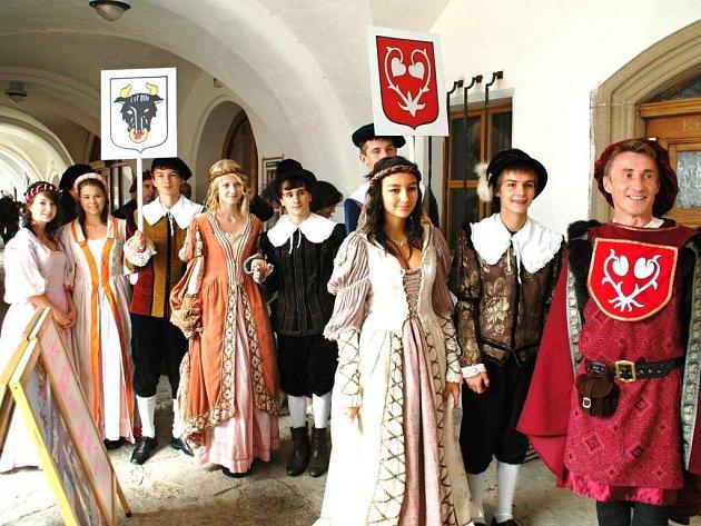 Atraktivní výlet, poznání i skvělou zábavu slibují Dny evropského dědictví v Novém Městě nad Metují a jeho partnerském městě za polskými hranicemi Duszniki-Zdrój (Dušníky).