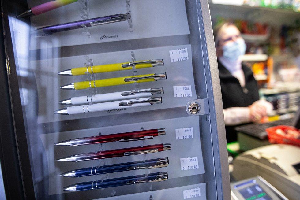 Vláda od úterý povolila otevření papírnictví