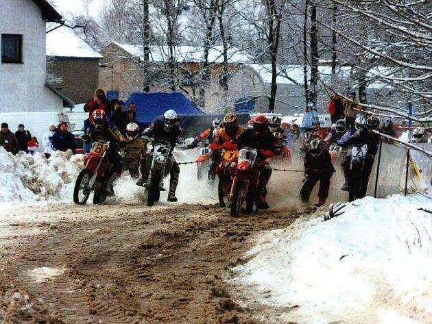 Kolotoč mistrovství České republiky se dnes stěhuje do Olešnice v Orlických horách, zítra pak do Letohradu.