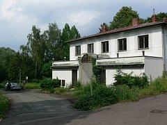 Smutný je v současné době pohled na lázeňský komplex v Bělovsi.