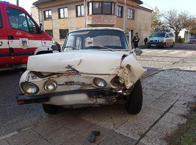 Dopravní nehoda dvou osobních automobilů v Novém Městě nad Metují.
