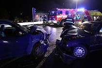 K ČELNÍMU STŘETU osobních automobilu Peugeot 405 a Seat Ibiza došlo v sobotu 6. listopadu krátce před 21 hodinou na obchvatu u České Skalice.