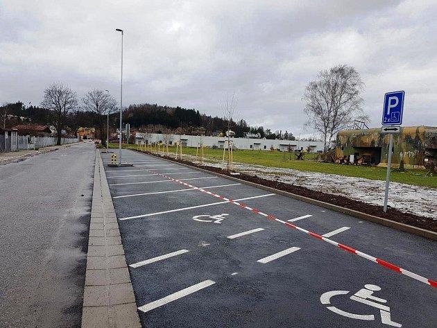 U dopravního hřiště v Náchodě vyrostlo nové parkoviště