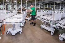 Firma svoji produkci vyrábí v Meziměstí, kde aktuálně pracuje přes 160 zaměstnanců ve dvou i třísměnném provozu. Přesto zde chybí alespoň 10 pracovníků. Potřebovali by obsadit pozice svářeč, montér či elektrotechnik. Foto: Archiv Proma Reha