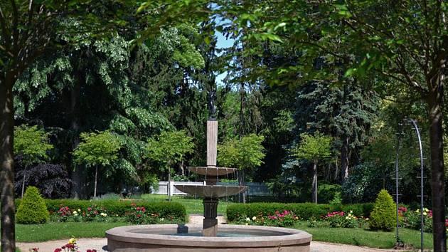 Průvodci provedou veřejnost po zahradě vily Čerych,.