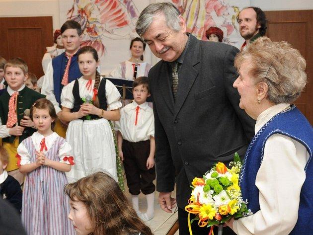 ANNA RUSOVÁ se starostou na zahájení výstavy.