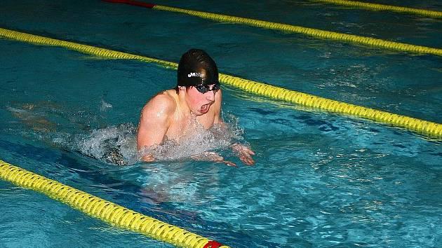TŘI ZLATÉ medaile vylovil z bazénu na Poháru Jiráskova kraje a Podkrkonoší náchodský plavec Josef Matyáš.