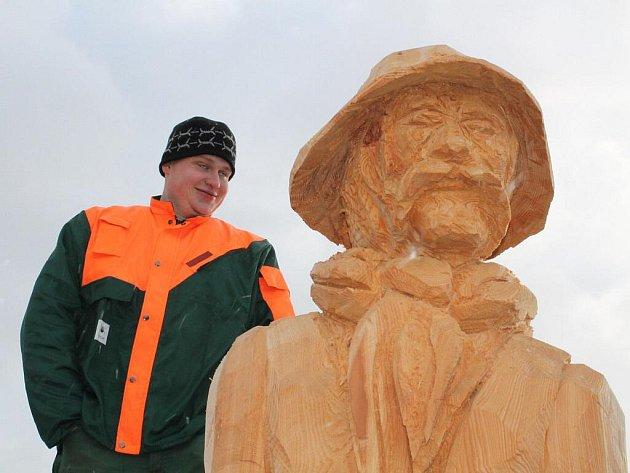 Na divácky atraktivní klání Dřevorubec roku 2012 se přišlo podívat v průběhu dne několik stovek návštěvníků.