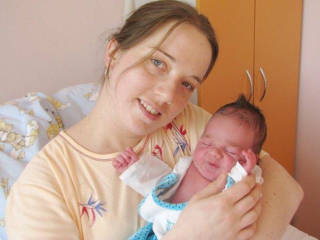 JAROSLAV LINHART se narodil 3. března 2011 v 7:50 hodin s váhou 4,52 kg a délkou 53 cm. S rodiči Veronikou a Jiřím bydlí v obci Říkov u České Skalice.