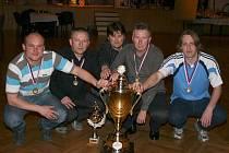 Loňské prvenství  obhájili kuželkáři Realu Dobruška, kteří v první lize ztratili pouze jediný bod a nejvyšším celkovým průměrem 1019,14 zaslouženě ovládli 38. ročník turnaje neregistrovaných.