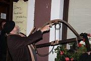 Muž, který rozjasňoval noc. Vynálezce obloukové lampy Blahník na Deklech slávy.