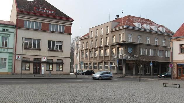 Nynější hronovská radnice.
