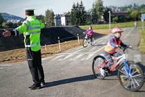 Nedávno otevřené dopravní hřiště už slouží svému účelu a budoucí účastníci silničního provozu se zde učí, jak se chovat bezpečně na silnici.
