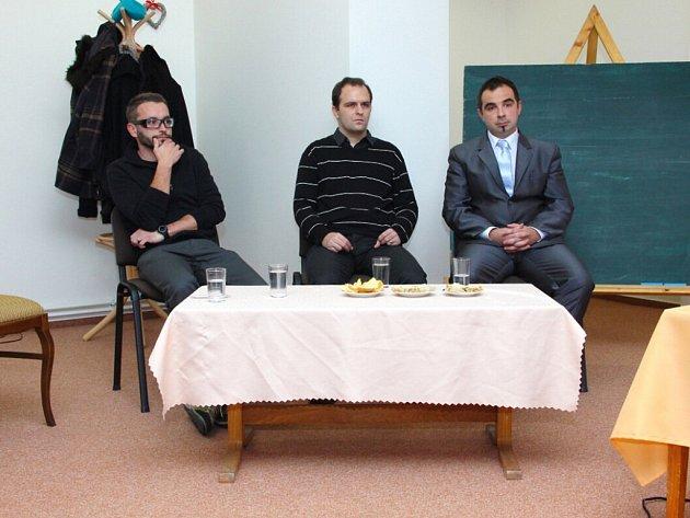 BESEDA S ARCHITEKTY. Na snímku vlevo architekti, kteří vystoupili se svým příspěvkem: (zleva) Viktor Vlach, Marek Wajsar a Marek Janatka.