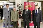 Pro ocenění si na městský ples přišli Miroslav Čermák a Ladislav Šisler.