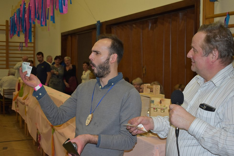 Tradiční výzvu pořadatelů Martínkovického koštu letos vyslyšely desítky milovníků pěstitelských destilátů, kteří do 14. ročníku soutěže přihlásili celkem 63 vzorků. Mezi nimi bylo i 15 jablkovic, pět hruškovic, 18 směsek a překvapivě 25 slivovic.