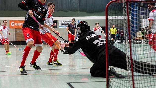 BRANKÁŘ Havlíčkova Brodu Frühbauer tahal v Náchodě míček ze své sítě celkem čtrnáctkrát.