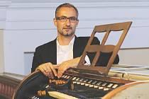 VLASTIMIL KOVÁŘ, všestranný hudebník, ředitel Základní umělecké školy F. A. Šporka v Jaroměři a chrámový varhaník v Josefově.