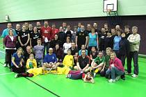 HISTORICKY prvního turnaje Okresní amatérské volejbalové ligy se v Červeném Kostelci zúčastnilo osm družstev.