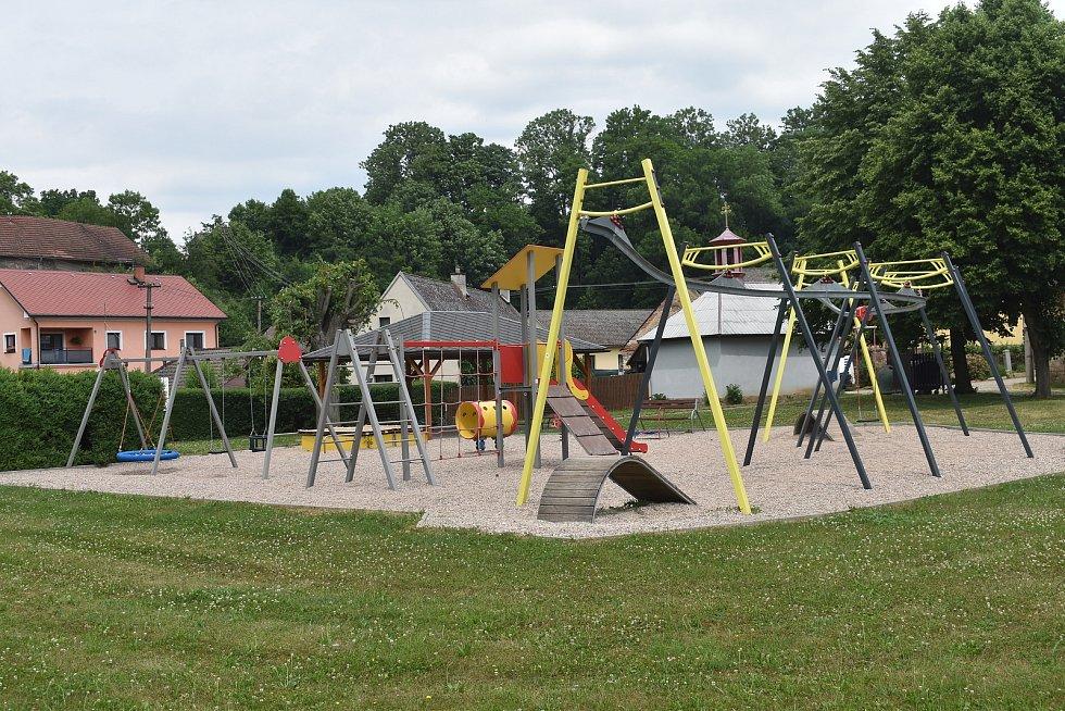 První písemná zmínka o obci pochází z roku 1385 a je historicky nejstarší místní částí obce.