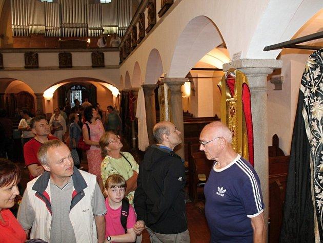 Noc kostelů v náchodském kostele sv. Vavřince.