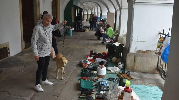 Poslední sobotní dopoledne v měsíci patří část Velkého podloubí v Jaroměři tradičně Bleším trhům.