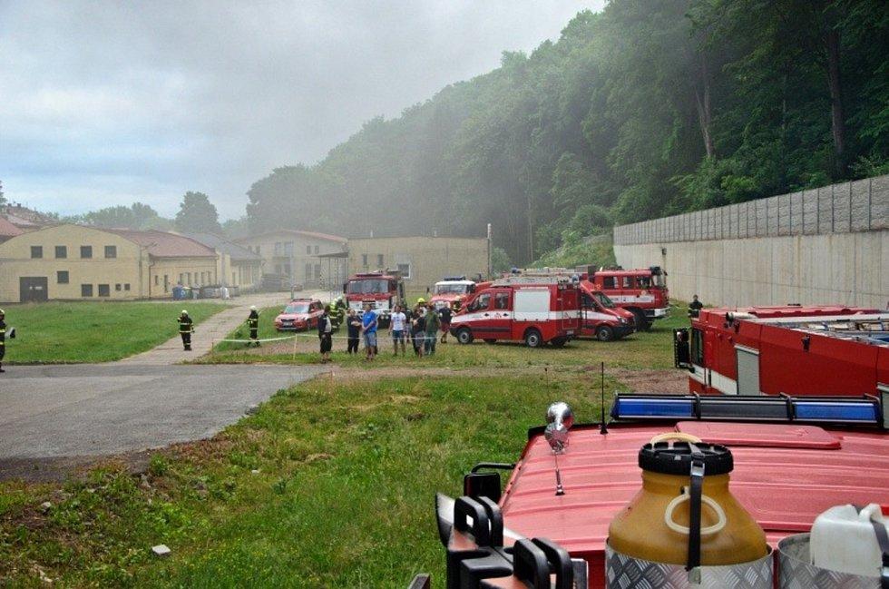 Vareálu textilní firmy Veba začalo kolem 19. hodiny hořet v kotelně. Hasiči zabránili tomu, aby se požár nerozšířil do dalších prostor textilky.