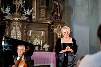 """Místem konání závěrečného koncertu """"Pokladů"""" se stal kostel sv. Máří Magdalény vBožanově, který poslední srpnovou sobotu zaplnilo rekordních 582 posluchačů zcelého regionu, kteří si přišli poslechnout sopranistku Evu Urbanovou a Moravské klavírní trio."""