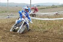 Vítěz hlavní kategorie Radovan Míl junior (247). Za ním Marek Borák a Tomin Forman (107) na posledním tankování 2011.
