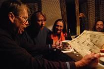 Václav Havel s Rudým Právem, kde před 30 lety vyšel inzerát s přáním k narozeninám Ferdinanda Vaňka.
