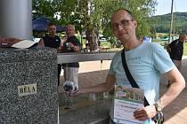 Běloveský rodák Jiří Polák byl oceněn za svůj návrh na pojmenování minerálních vod  Běloveské bublinky.
